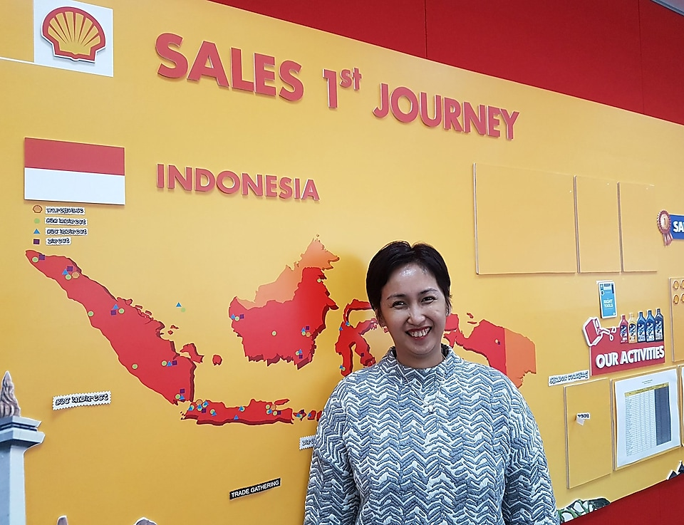 Dian andyasuri smiling with Indonesia map in background