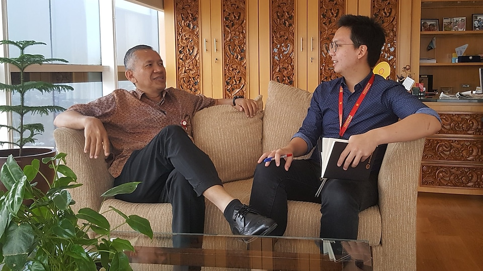 Leaders in Shell are also very engaged in staffs' personal development. Even the Country Chairman (Darwin Silalahi, left) is willing to spare an hour of his time to coach us.