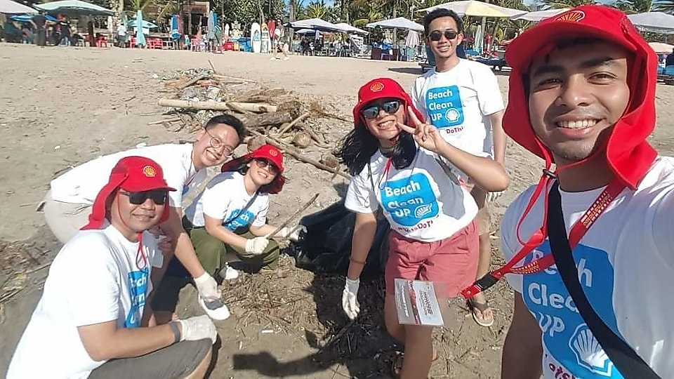 Speaking of giving back to the nation, we do lots of social activities. Here are my colleagues and I picking up rubbish from the Balinese shoreline.